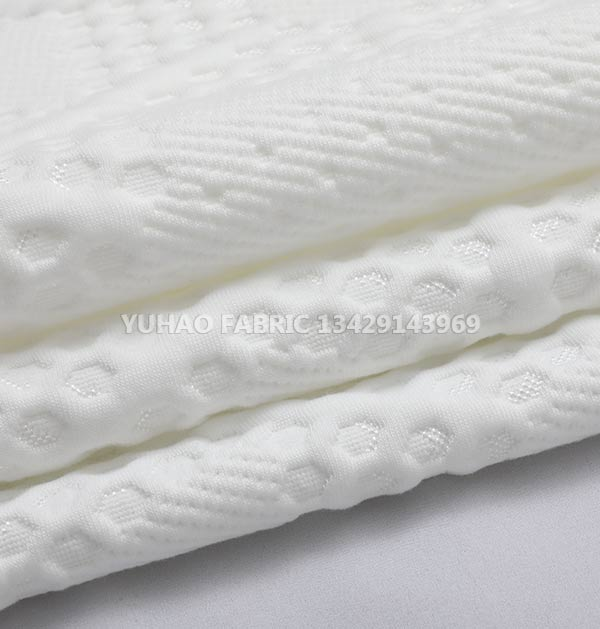 Ordinary knitted jacquard can be used in fashion